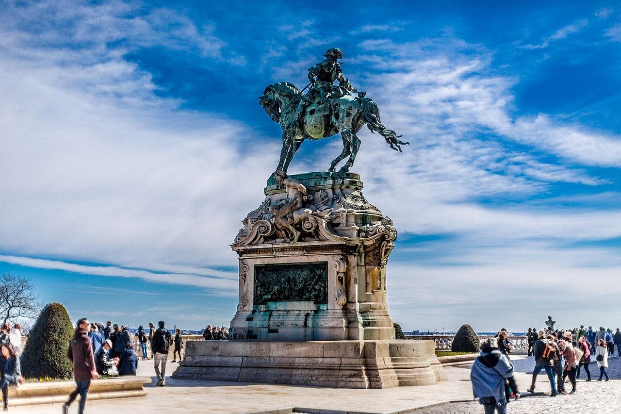 budapest castle statue