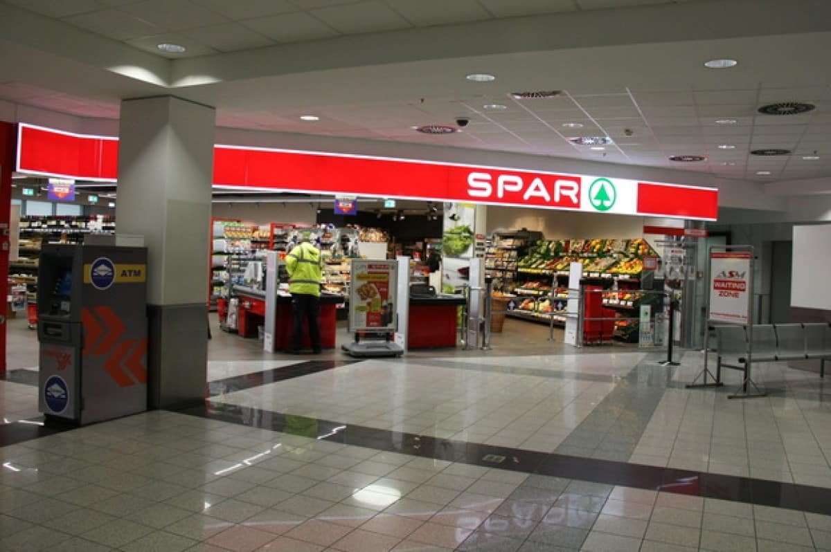 supermarket in budapest airport