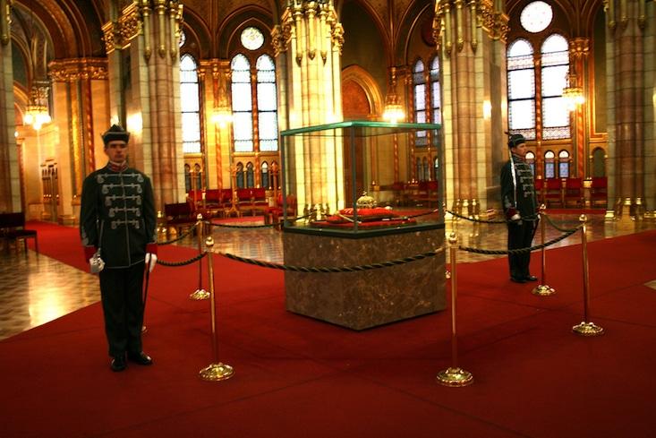 Budapest Parliament - St Stephen crown