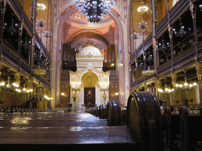 budapest synagogue interior