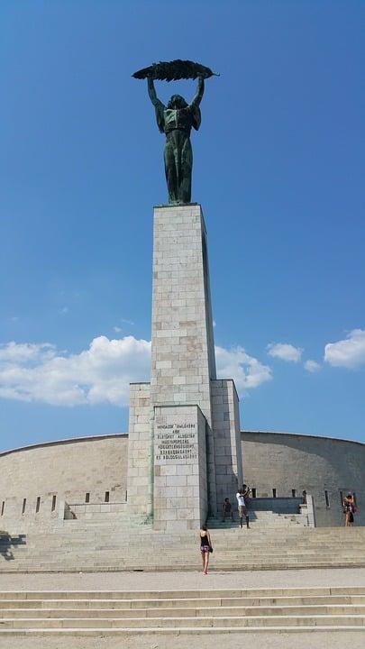 budapest citadel statue of liberty